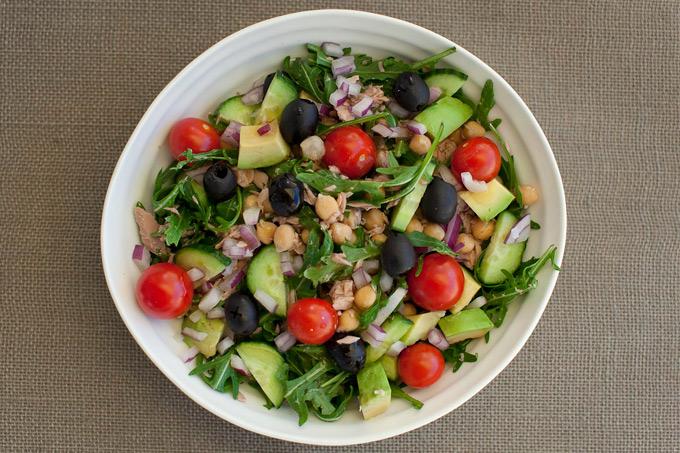 Tunfisk og kikertsalat