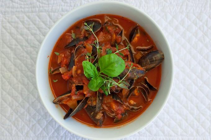 Blåskjell i tomat- og hvitvinsaus
